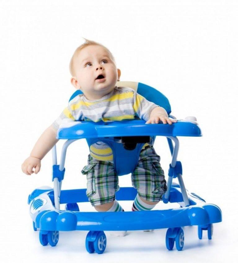 С какого возраста можно сажать ребенка в ходунки? готов ли к ним кроха и мнение педиатров