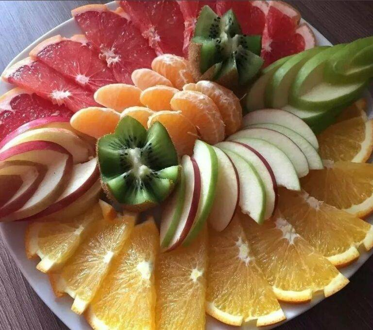 Нарезка фруктов на детский праздник (55 фото): украшение и оформление нарезки для дня рождения. как красиво подать фрукты?