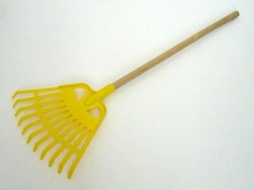 Детские грабли для листьев: выбираем веерные грабли с деревянной ручкой и большие садовые металлические модели для деток