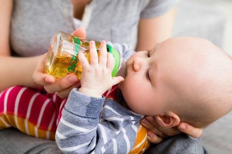 Ребенок много пьет воды - причины: почему пьет ночью, очень часто, постоянно пьет в 2 года, грудной ребенок