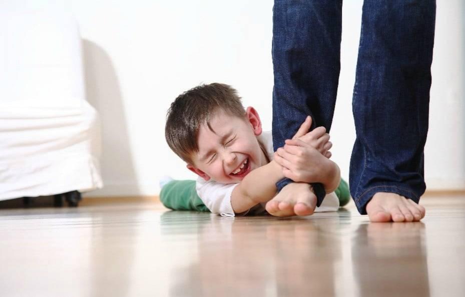 Право быть другим почему маленький ребенок не отпускает от себя маму ни на шаг, и как научить его это делать на канале успех в 20:50 15.08.2020, кадры, видео, актеры.