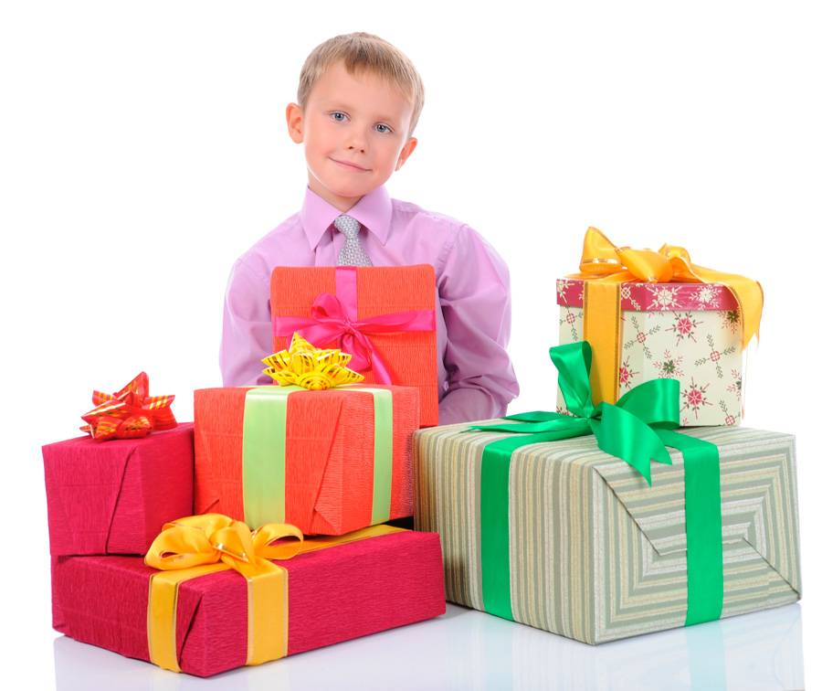 Что подарить ребёнку на 8 лет: самые лучшие идеи подарков для мальчиков и девочек