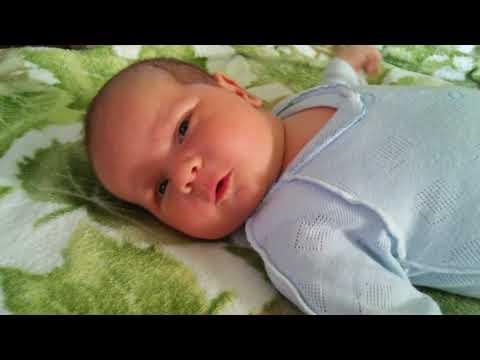 Новорожденный тужится и кряхтит - причины и лечение