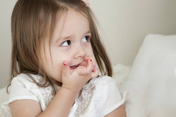 Привычка грызть ручки и карандаши у ребенка