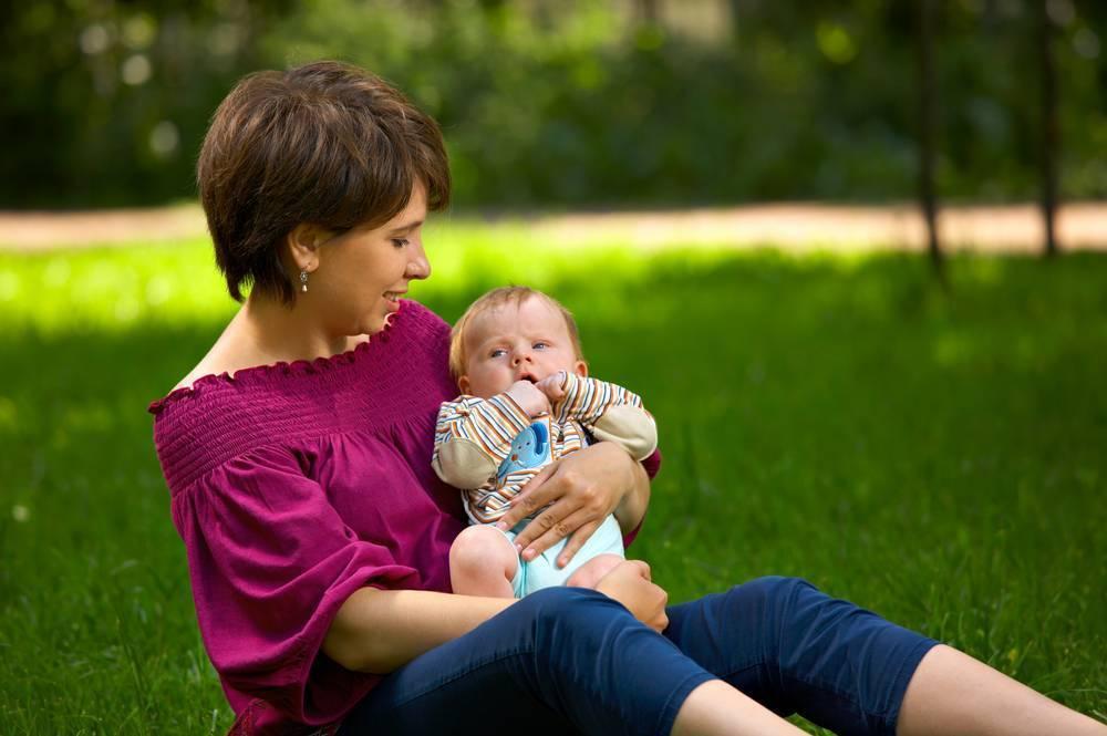 Можно ли гулять с новорожденным ребенком при насморке?