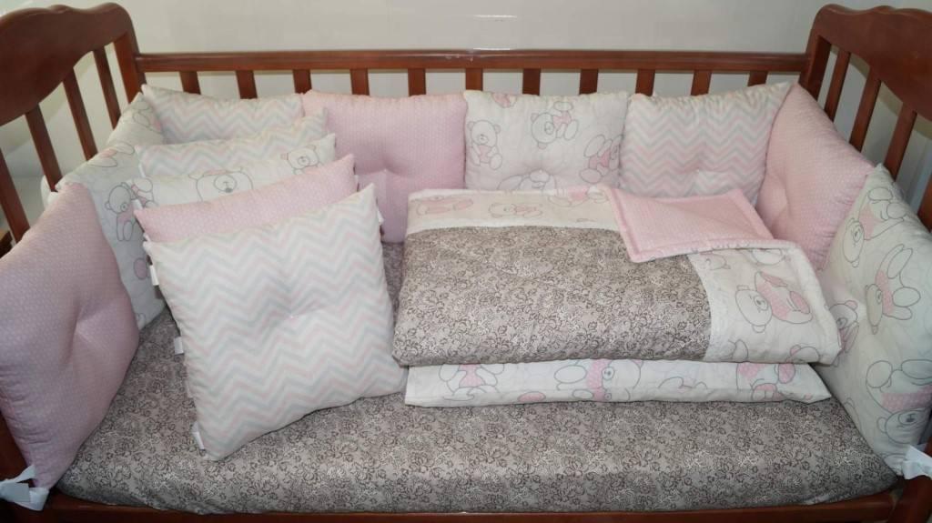 Чем укрывать малыша и какой размер одеяла необходим для новорожденного в кроватку?