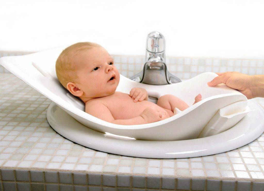 Зачем и до какого возраста надо купать ребенка в кипяченой воде?