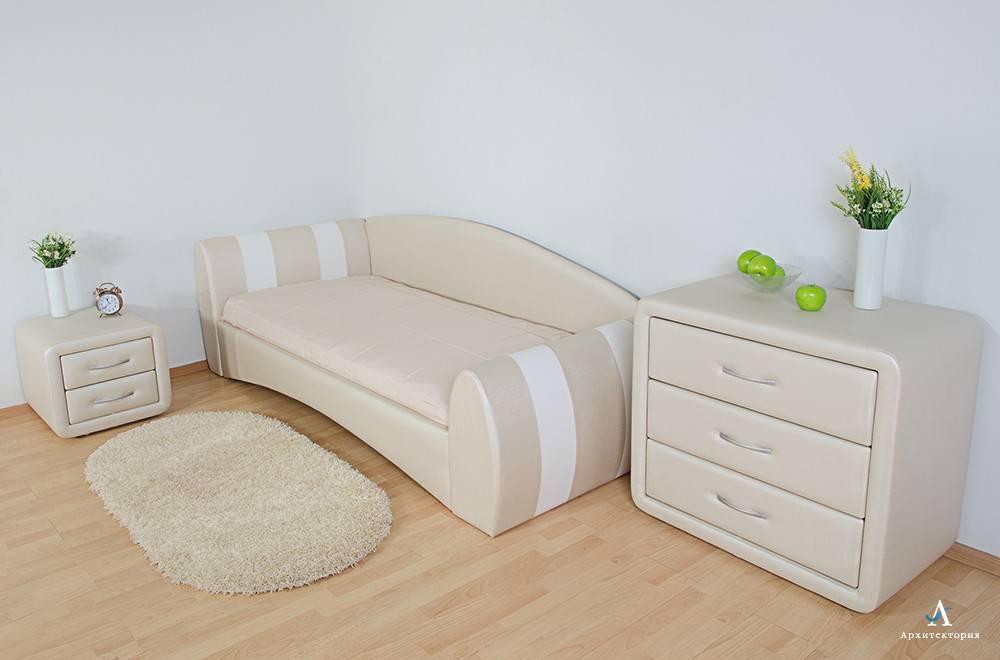 Кровать с мягким изголовьем в интерьере спальни (58 фото)