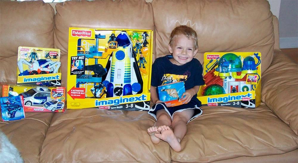 Что подарить мальчику на 4 года на день рождения?  300+ лучших идей для подарка