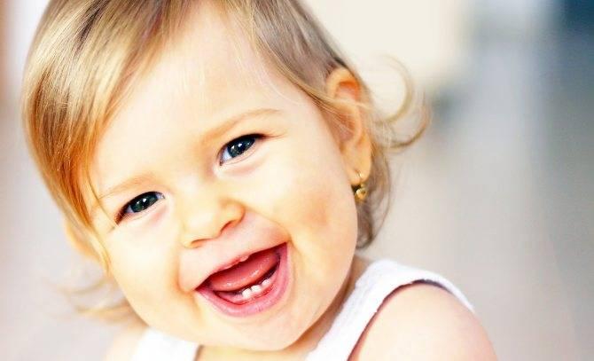 Юмор – это серьезно: как шутить с ребенком? когда новорожденный ребенок начинает осознанно улыбаться в голос и как ускорить появление смеха как научить малыша смеяться