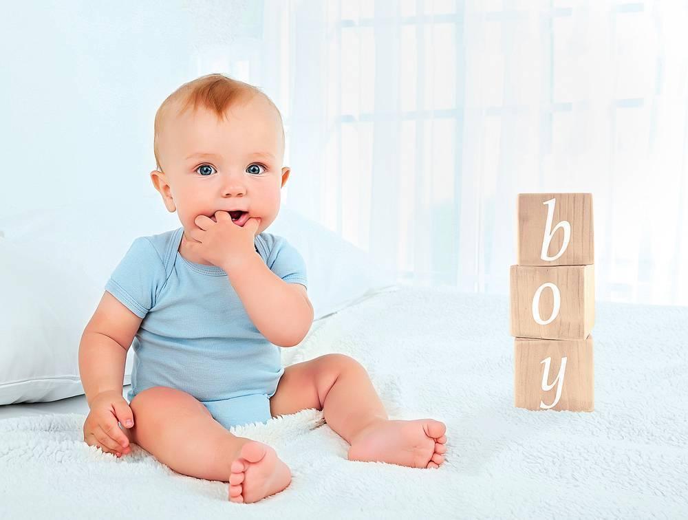 Когда дети начинают сидеть: советы, как правильно начать присаживать малыша