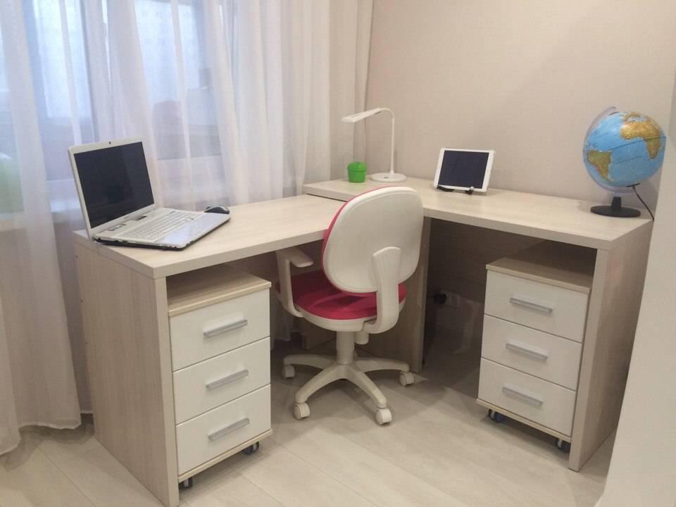 Письменный стол для двоих детей, конструкция, формы, материалы