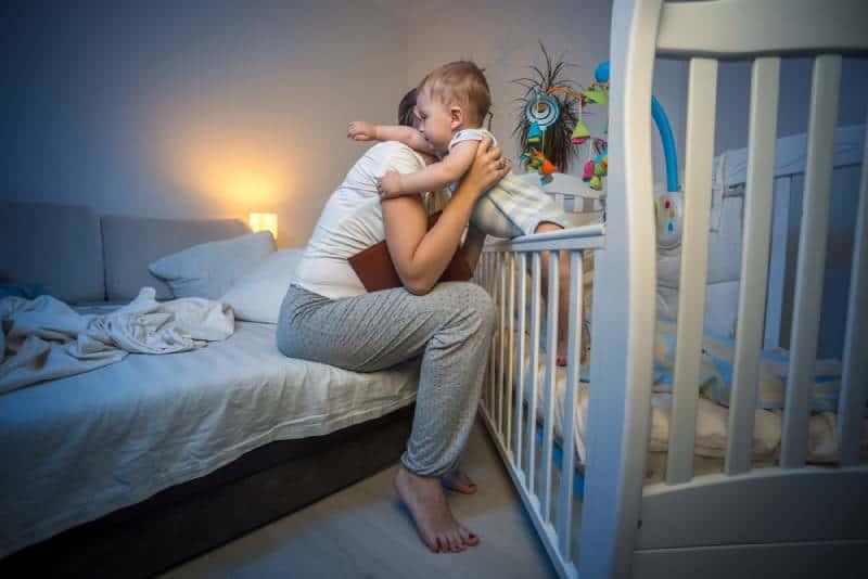Как бросить ночные кормления (с иллюстрациями)