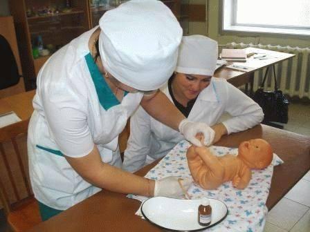 Как делать клизму новорожденному при запоре?
