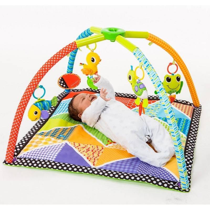 Веселое и безопасное игровое пространство для крохи: какие бывают развивающие коврики  для новорожденных и какую модель лучше купить?