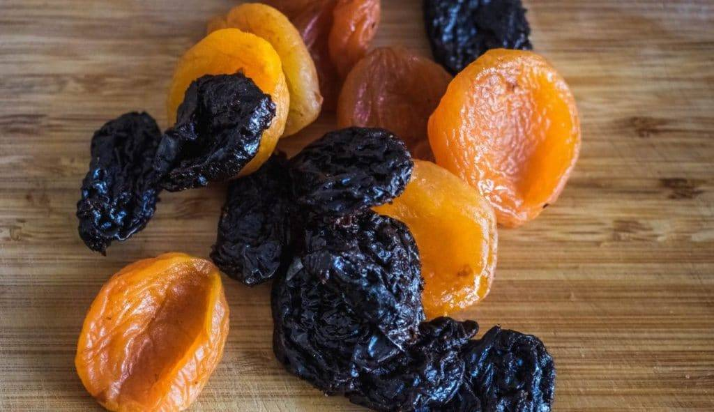 Курага для сердца. питательная смесь — чернослив, курага, изюм, грецкие орехи, мед, лимон.