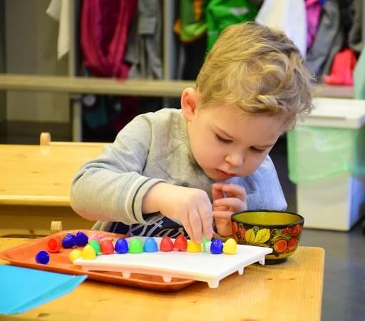 Игры и развивающие занятия для детей от рождения до 1 года по месяцам
