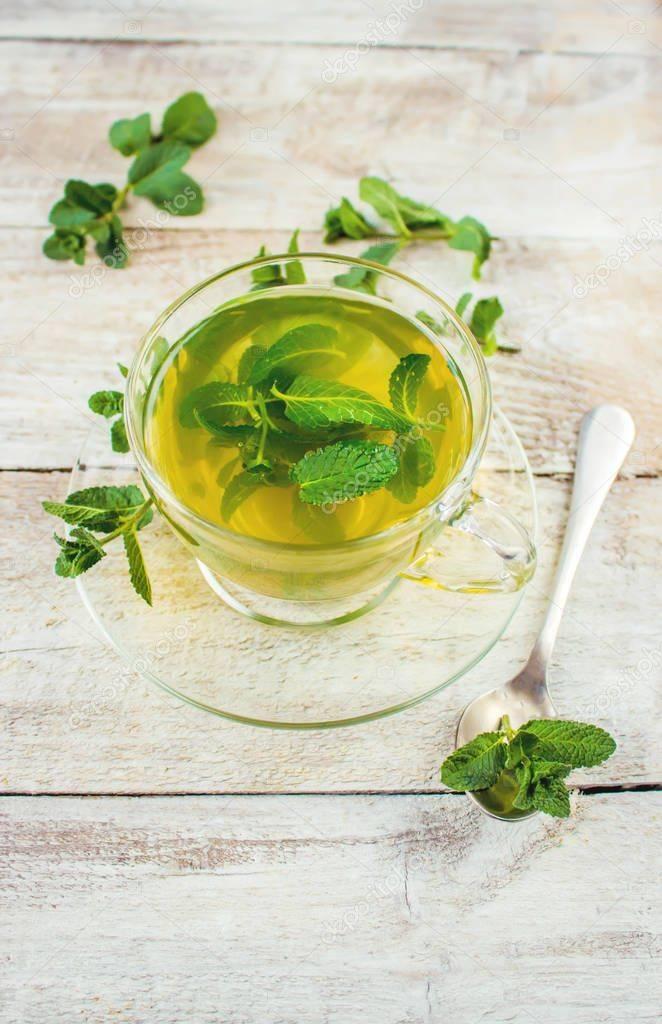 Можно ли пить чай с мятой, лимоном, зеленый или каркаде при грудном вскармливании