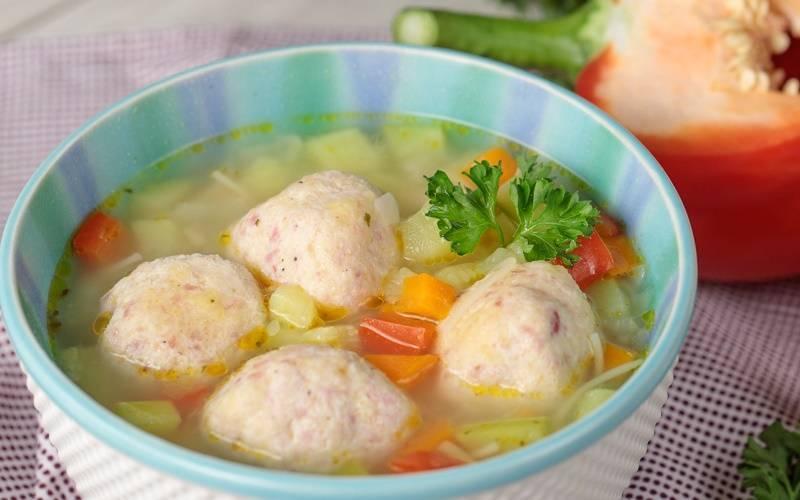 Первый супчик для ребенка: во сколько месяцев можно давать бульоны и супы, рецепты