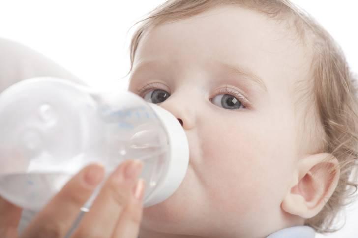 Ребенок пьет много воды - нормально ли?
