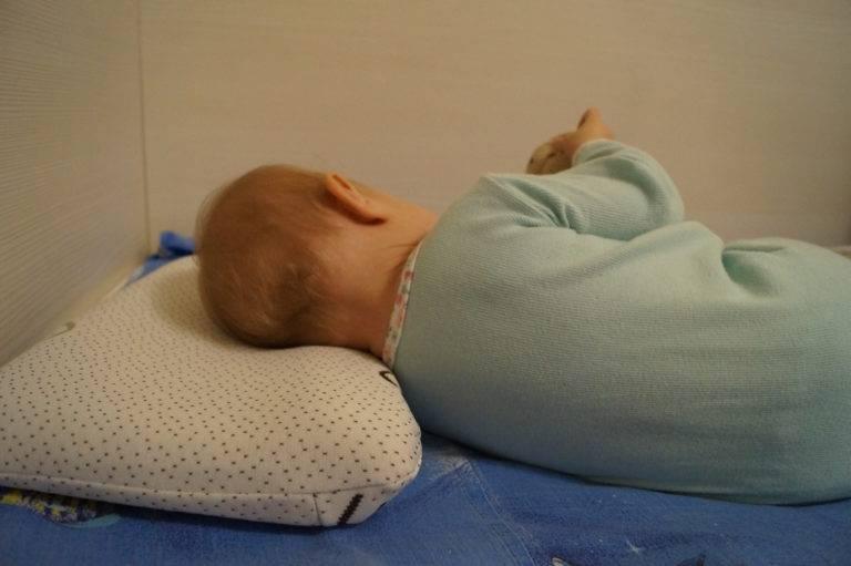 Ортопедическая подушка «бабочка» для новорожденных. особенности использования