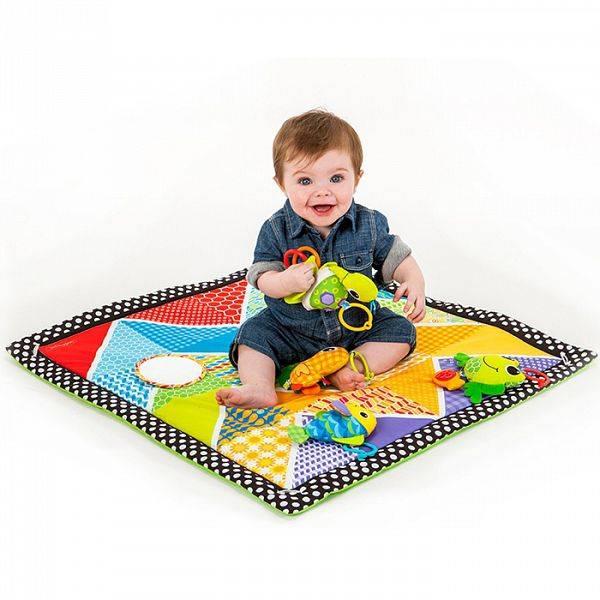 Нужен ли ребенку развивающий коврик: польза, возрастные ограничения
