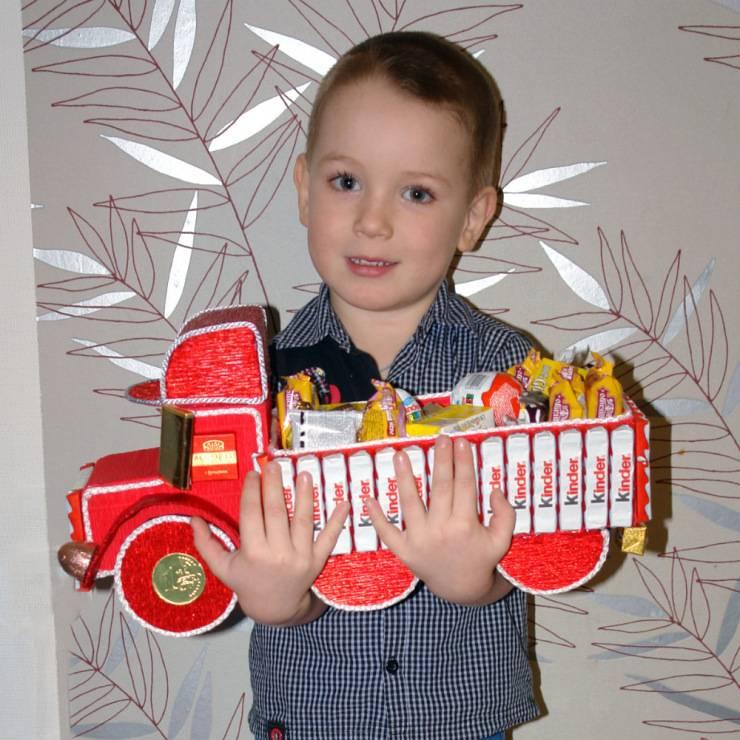 Что подарить мальчику на 4 года - интересные идеи запоминающихся подарков