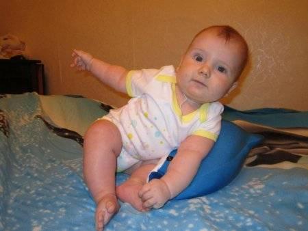 Когда ребенок начинает сидеть: нормы и индивидуальные особенности