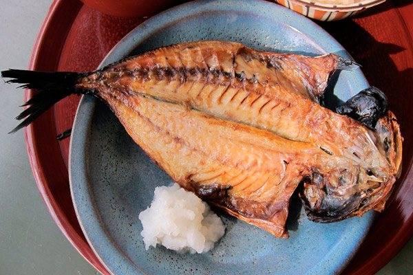 Рыбья икра при грудном вскармливании: польза и вред, советы по введению в рацион мамы и ребенка