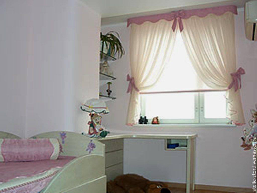 Короткие шторы до подоконника, в спальню, детскую комнату, гостиную для деревенского дома