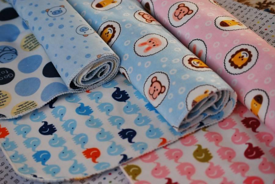 Фланелевые пеленки (13 фото): размеры пеленочной фланели для новорожденных, как стирать ткань