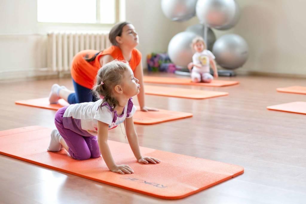 Программа по лфк (лечебной физкультуре) в детском саду: упражнения, занятия, цели, задачи, формы, медицинский контроль