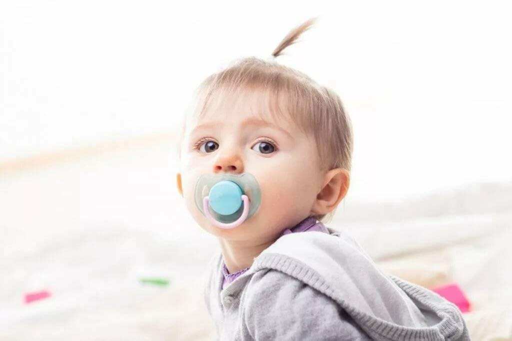 Как отучить ребенка от рук: советы родителям годовалых и новорожденных малышей