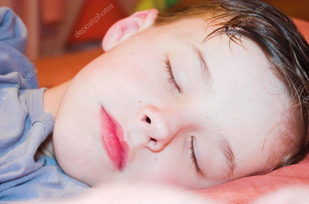 3 наиболее частые причины ночного потоотделения: когда пора идти к специалисту?