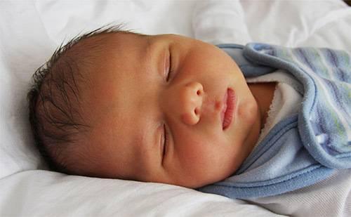 Причины и последствия появления шумов в сердце у новорожденного, как лечить ребенка