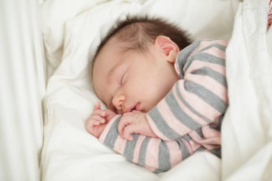 Что делать, если ребенок плохо спит: 5работающих техник