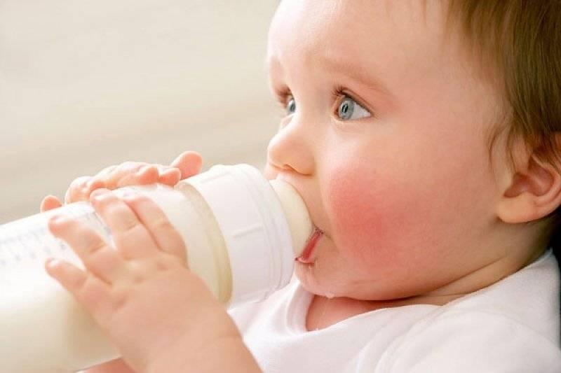 Можно ли коровье молоко детям, нужно ли его пить в чистом виде? с какого возраста и в каком виде можно давать молоко детям - автор екатерина данилова - журнал женское мнение