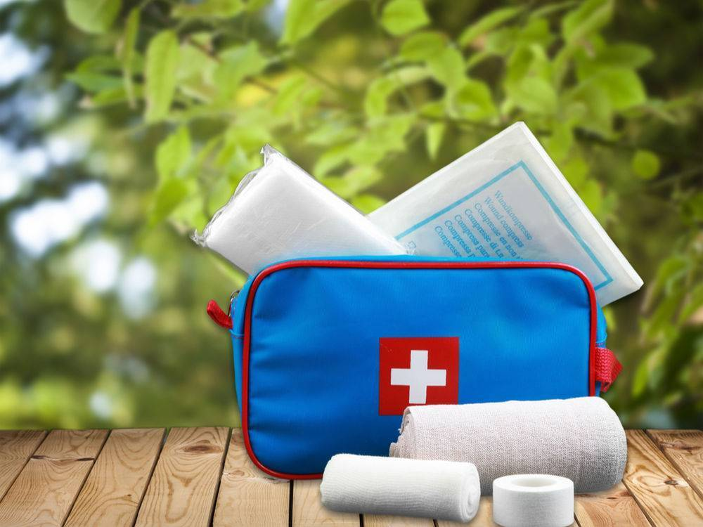 Аптечка для грудничка: список лекарств в путешествие на море и на дачу