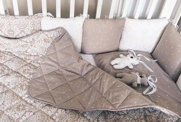 Какое одеяло лучше положить в кроватку новорожденного?