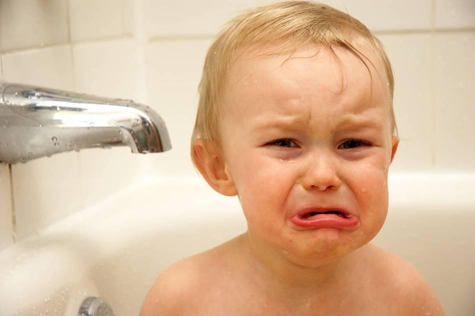 Ребенок боится купаться в ванной, что делать | почему, как бороться