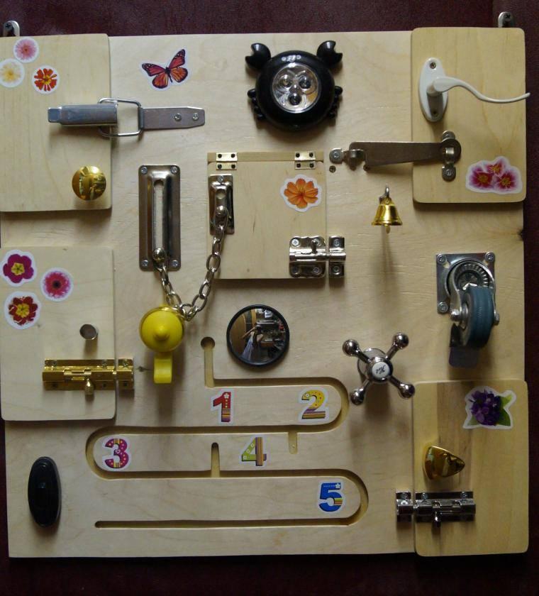 Бизиборд (105 фото): развивающие доски для детей с замочками, для чего нужны, детали, размеры и отзывы
