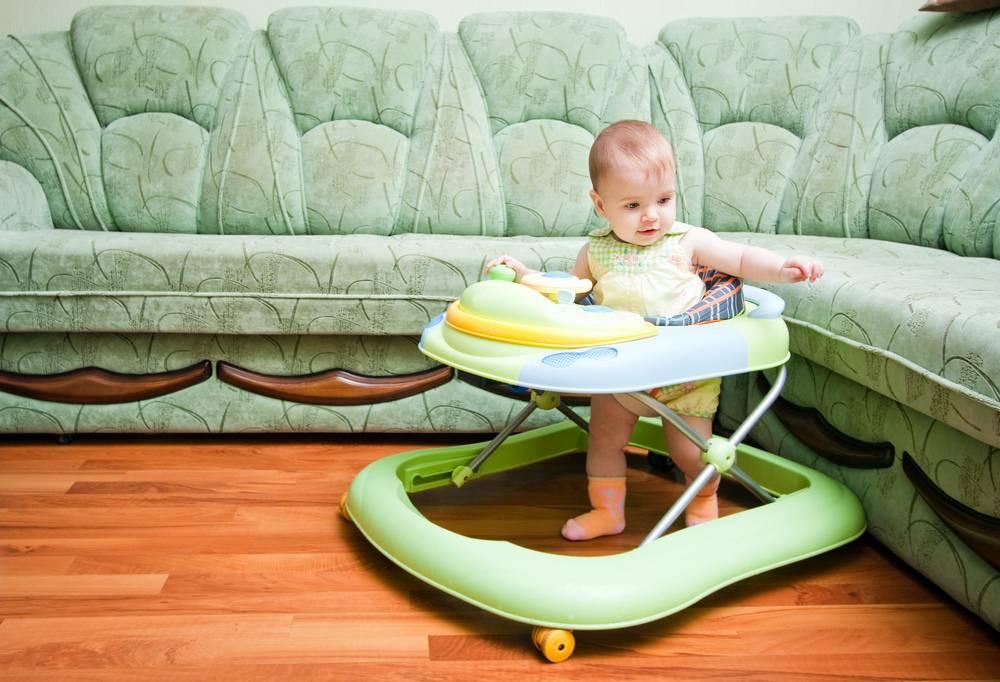 Ходунки для детей: когда можно сажать ребенка и с какого возраста можно ставить