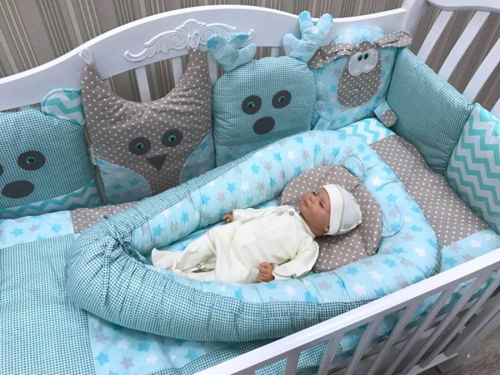 Бортики в детскую кроватку: как выбирать защитные барьеры и подушки на кровать для детей? мягкий съемный ограничитель от падения