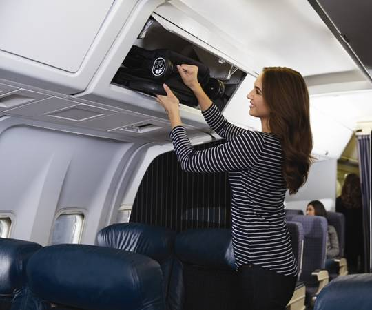 Коляска в самолет: какую модель можно брать на борт и как ее перевозить, правила перевозки, как перевезти в салоне