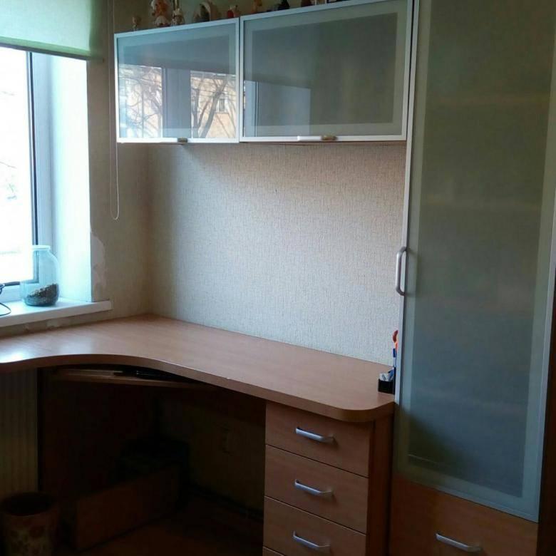 Письменный стол для школьника в детскую: 50 фото в интерьере + советы по выбору