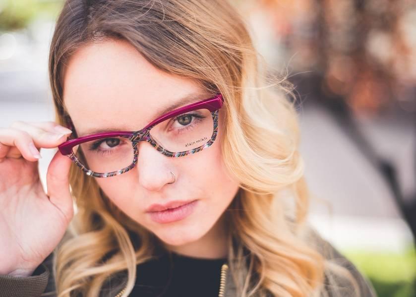 Очки как один из методов коррекции миопии и астигматизма