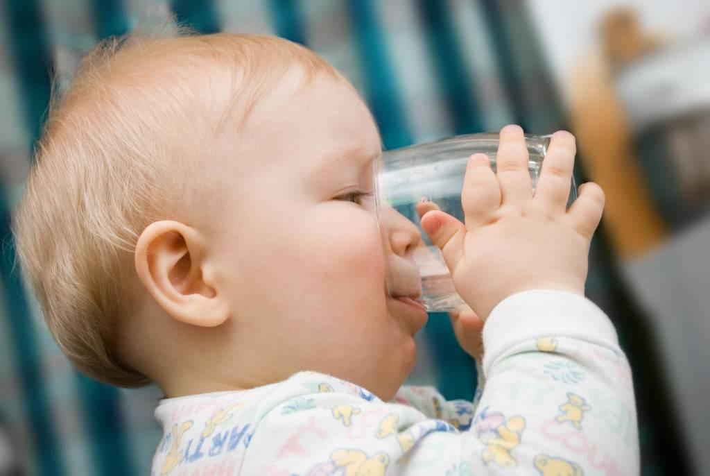 Почему ребенок пьет много воды на ночь?