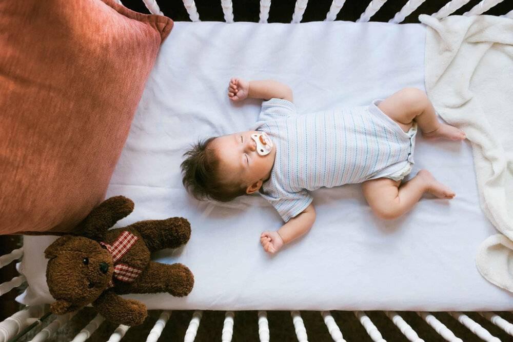Ребенок не хочет спать в своей кроватке...