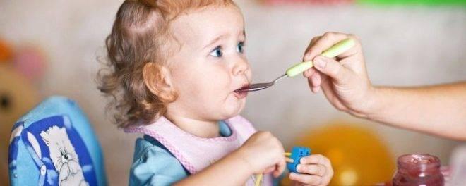 Как научить ребёнка жевать твёрдую пищу и глотать её: советы комаровского и других специалистов, фото, видео, отзывы