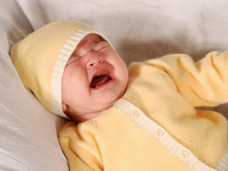 Почему малыш тужится и кряхтит?